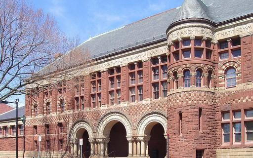 Harvard revoga admissão de estudantes que publicaram memes racistas