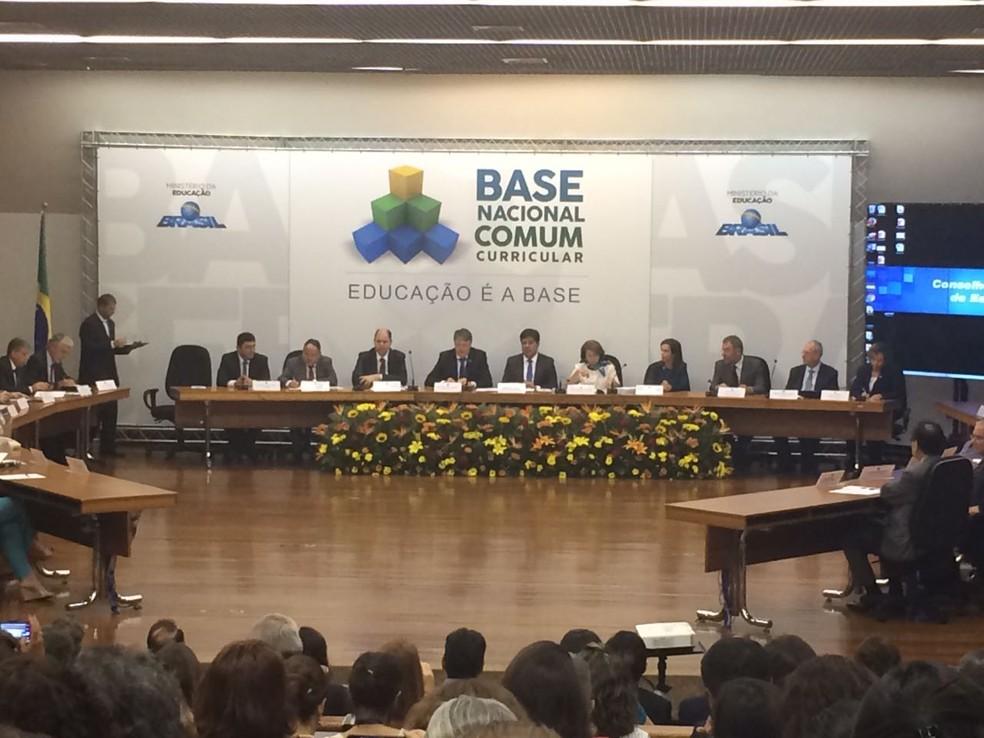 Cerimônia de entrega da terceira versão da Base Nacional Curricular ocorreu em abril, em Brasília; último documento enviado pelo MEC ao CNE, na última semana, não foi divulgado publicamente (Foto: Letícia Carvalho/ G1 DF)