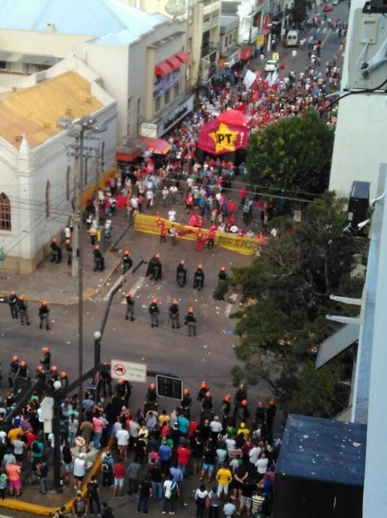 Manifestantes em Passo Fundo (RS) (Foto: Reprodução)