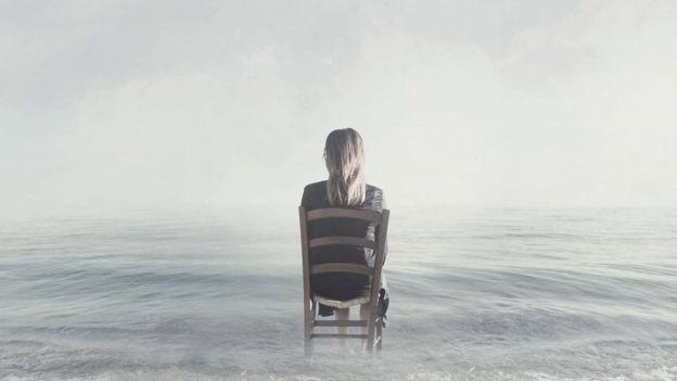 A depressão é um fator de risco para desenvolver demência e atinge mais mulheres que homens (Foto: Getty Images via BBC)