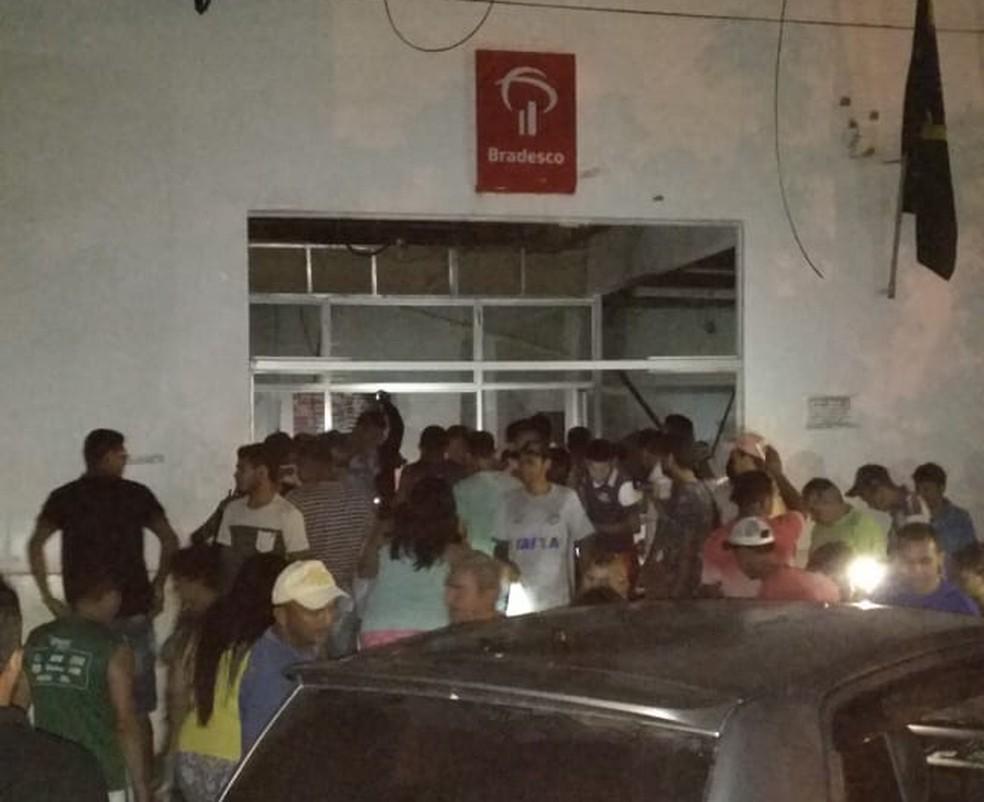 Em Arame, a agência atacada foi do Bradesco — Foto: Reprodução/TV Mirante