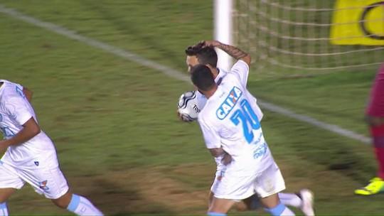 De volta, Dagoberto faz gol e é expulso em derrota do Londrina para o Avaí