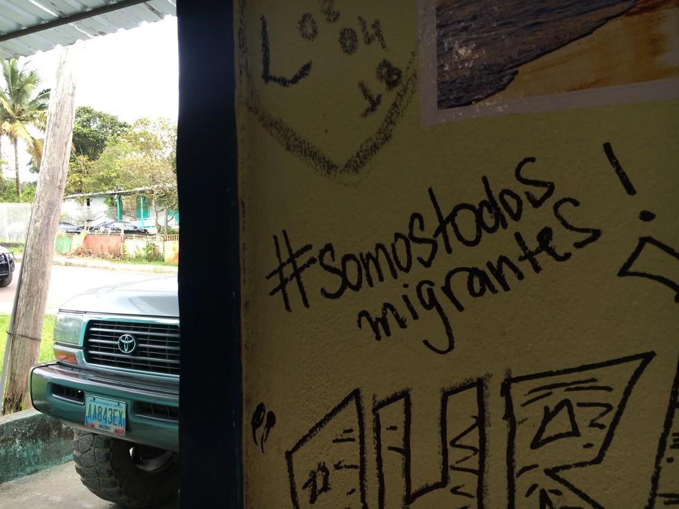 Em parede de restaurante, um rabisco chama atenção (Foto: Emily Costa/G1 RR)