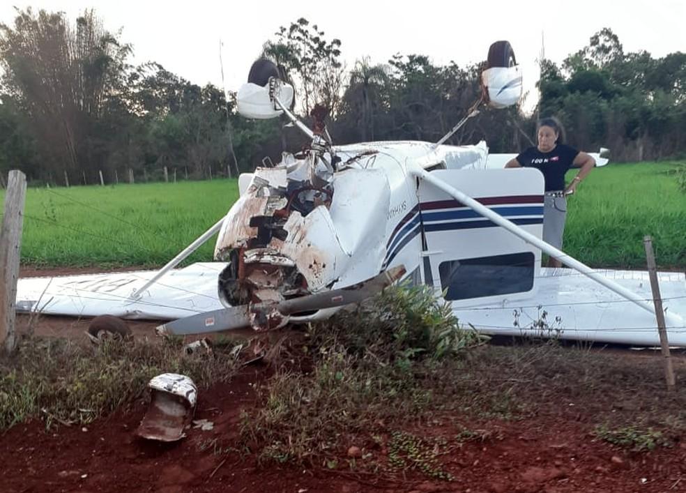 Aeronave foi encontrada tombada — Foto: Murilon Rincon/TVCA