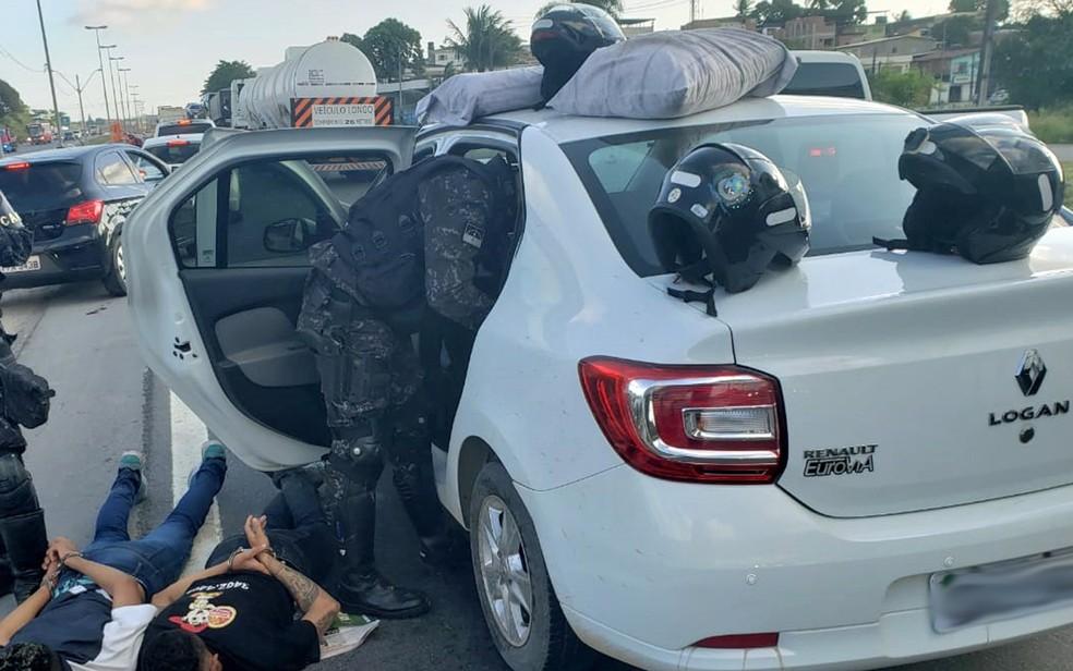 Homens foram presos após assalto realizado na Zona Oeste do Recife — Foto: Polícia Militar/Divulgação
