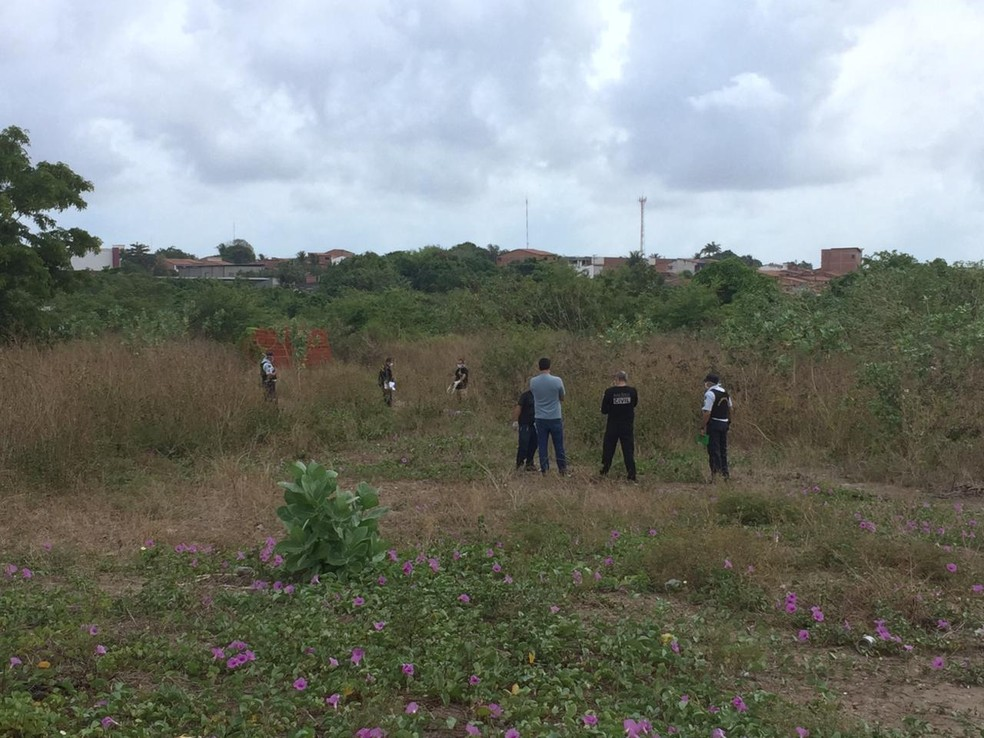 Corpos foram encontrados, no Parque Elizabeth, no Bairro Paupina.  — Foto: Darley Melo