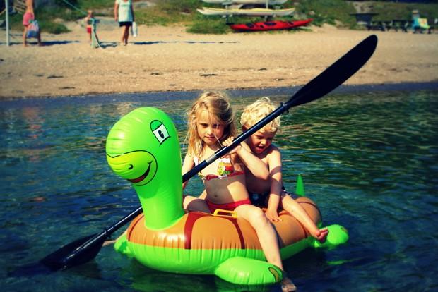 Na Suécia, pais têm o direito legal de reduzir a carga horária no trabalho para acompanhar seus filhos em seus primeiros oito anos (Foto: Mads Bødker/Flickr)
