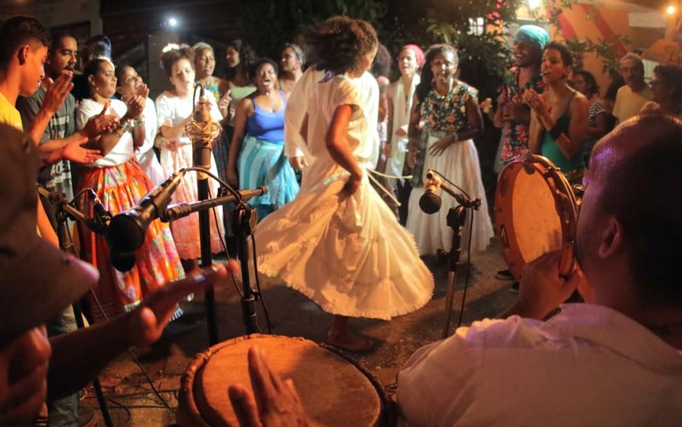 Samba do recôncavo baiano durante a Eco-feira do Mercado Sul, em Taguatinga — Foto: Webert da Cruz/Divulgação