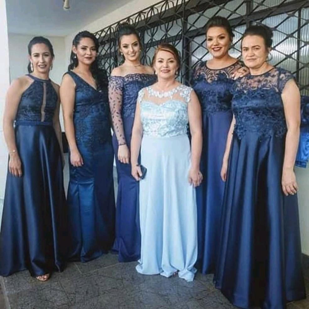 Todos os vestidos das madrinhas e das mães dos noivos foram feitos pela costureira — Foto: Arquivo pessoal