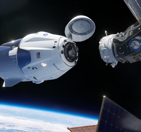 Astronautas da Nasa aterrissam em alto-mar pela primeira vez em 45 anos