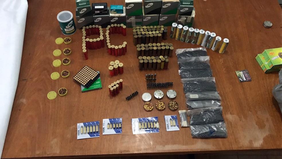 Idosa foi presa em flagrante por vender munição em brechó em Monte Santo de Minas (Foto: Polícia Civil)