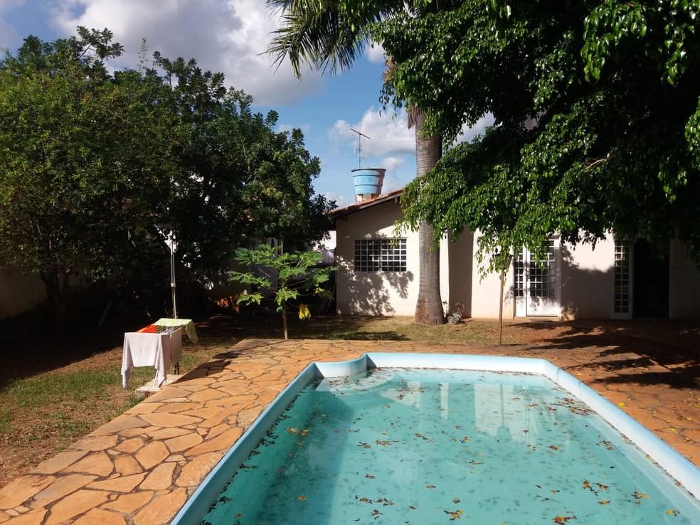 Casa no Jardim Botânico suspeito de maus-tratos a idosos vivia; vítimas ficavam em quarto dos fundos  — Foto: PCDF/Divulgação