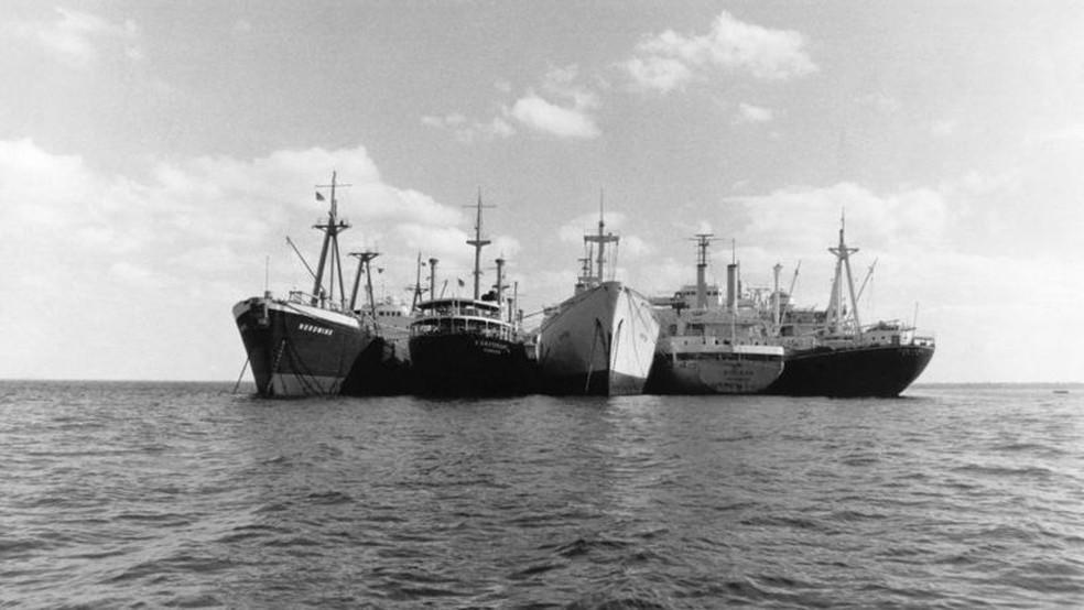 Entre 1967 e 1975, 14 ficaram presos no Canal de Suez — Foto: Getty Images via BBC