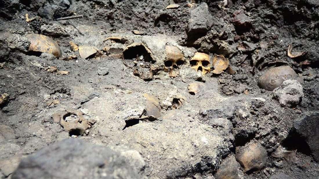 Torre de crânios encontrada no México (Foto: Divulgação)