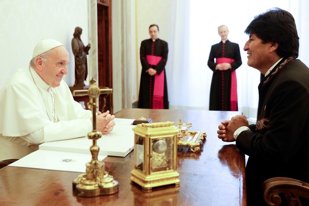Papa Francisco e presidente da Bolívia, Evo Morales, encontraram-se nesta sexta-feira (15) no Vaticano (Foto: Gregorio Borgia/ Reuters)