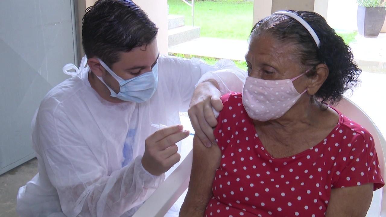 Muita procura em pontos de vacinação contra a Covid-19 em Rio Branco neste sábado (27)