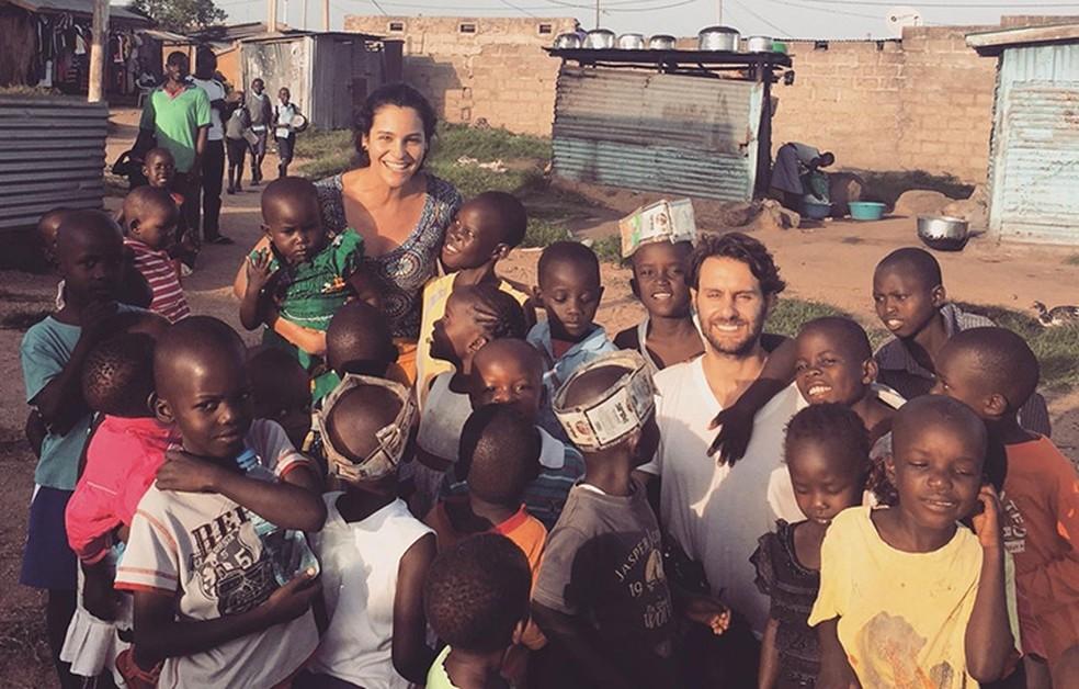 Arquivo pessoal — Foto: Marina Feffer com o marido, Daniel Oelsner, em viagem ao Quênia