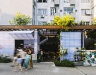 Projeto que une cafeteria e floricultura valoriza travessa de Porto Alegre