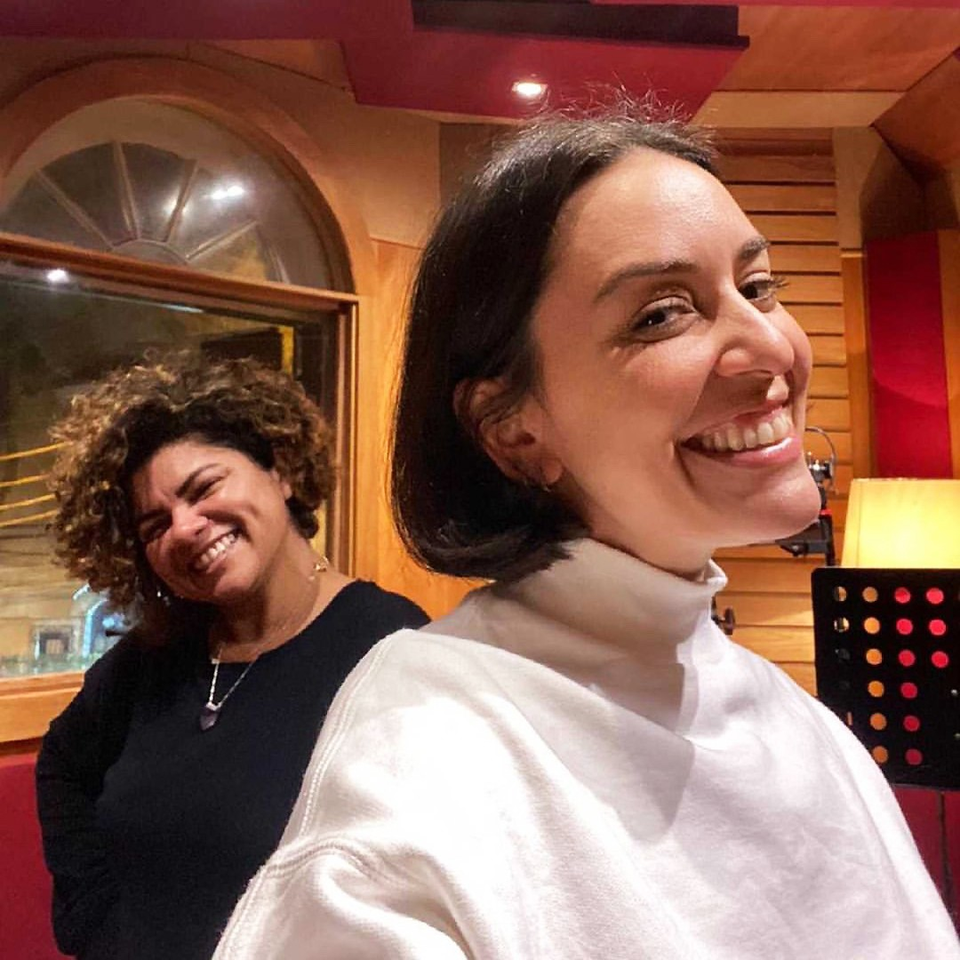 Roberta Sá prova o sabor de 'Romã' em gravação para disco de Khrystal com Sérgio Groove