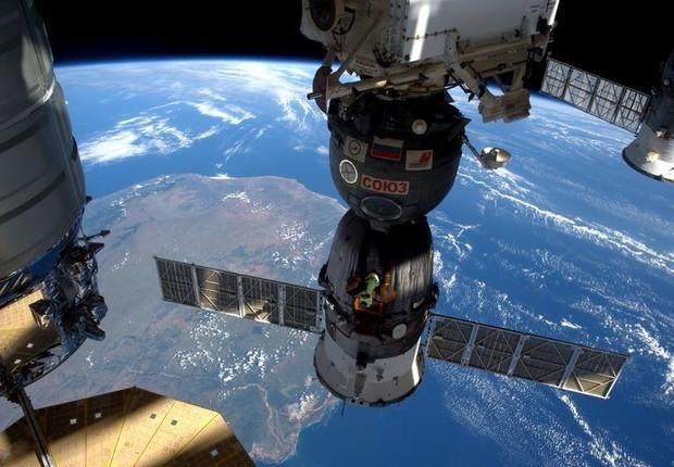 Vista da Estação Espacial Internacional (ISS, na sigla em inglês) em sua passagem sobre Madagascar (Foto: Tim Peake/ESA/NASA/Reuters)