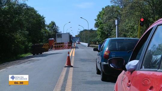 Trânsito na Ponte do Fandango, em Cachoeira do Sul, é liberado em meia pista