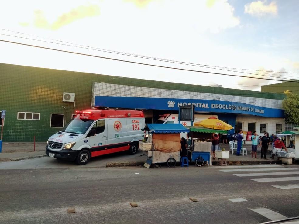 Vigilante atingido no tiroteio foi socorrido ao Hospital Deoclécio Marques — Foto: Acson Freitas/Inter TV Cabugi