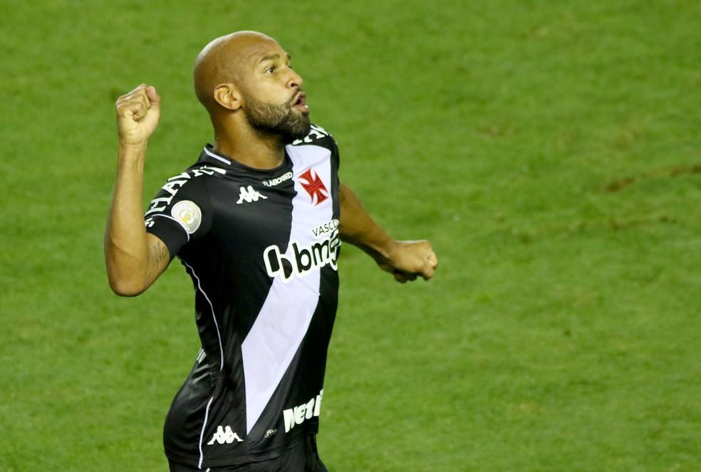 Fellipe Bastos comemora gol do Vasco contra o Santos — Foto: MAURÍCIO DE SOUZA/DIÁRIO DO LITORAL/ESTADÃO CONTEÚDO