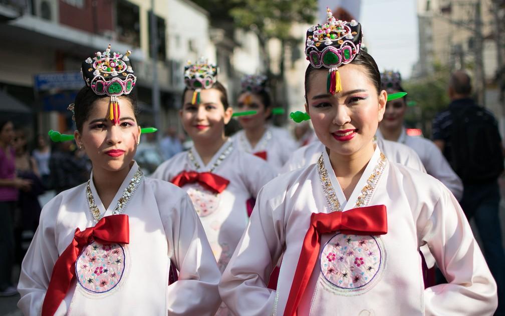 Festival coreano tem desfile de roupas típicas (Foto: Elizabeth Paik/Futura Press/Estadão Conteúdo)
