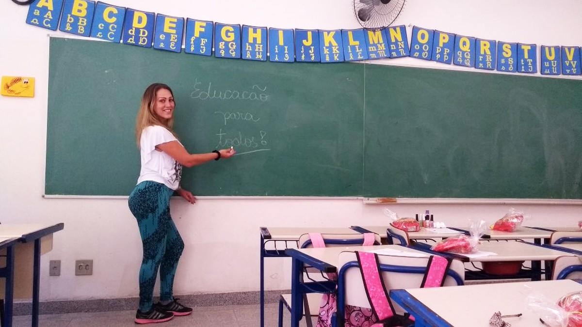 'Quero que saibam que a escola é para todos', diz mulher trans que saiu da prostituição e se tornou professora em Mogi