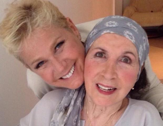 Xuxa e sua mãe, Dona Alda (Foto: Reprodução / Facebook)