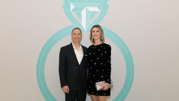 Jonathan Bruckner, vice-presidente da Tiffany&Co para América Latina, e Luciana Marsicano, diretora-geral da Tiffany&Co Brasil  (Foto: Divugação)