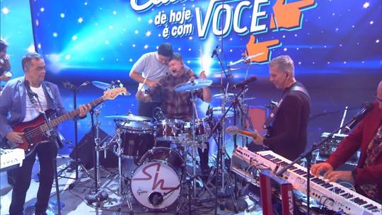 Roupa Nova toca bateria com fã no palco do 'Caldeirão'; veja vídeo!