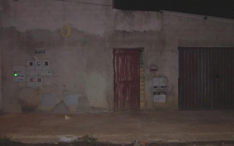 Patrícia estava sozinha em casa quando foi morta (Foto: Reprodução/TV Anhanguera)
