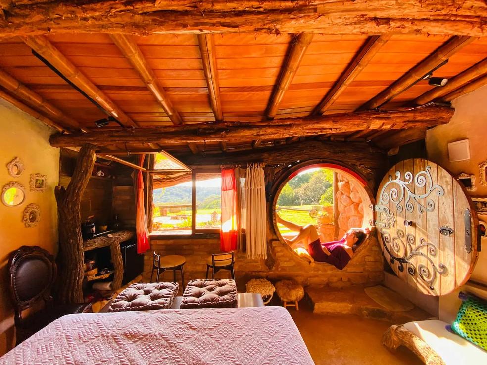 Interior da cabana inspirada nas tocas de Hobbit, em Jundiaí  — Foto: Arquivo Pessoal