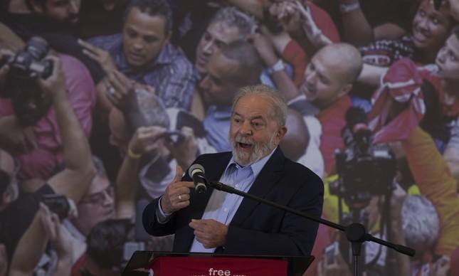 x-presidente Lula fala com a imprensa na sede do sindicato dos metalurgicos depois da decisão de Edson Fachin anular o julgamento dos processos contra o ex-presidente pela vara criminal de Curitiba