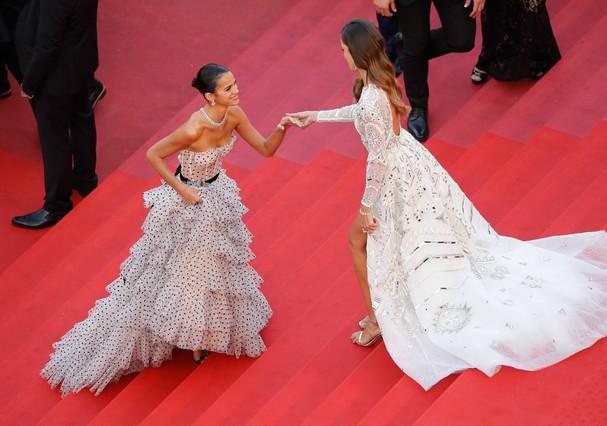 Bruna Marquezine e Izabel Goulart (Foto: Getty Images)