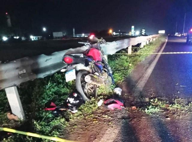 Jovem morre em acidente entre carro e moto na BR-324, em Feira de Santana