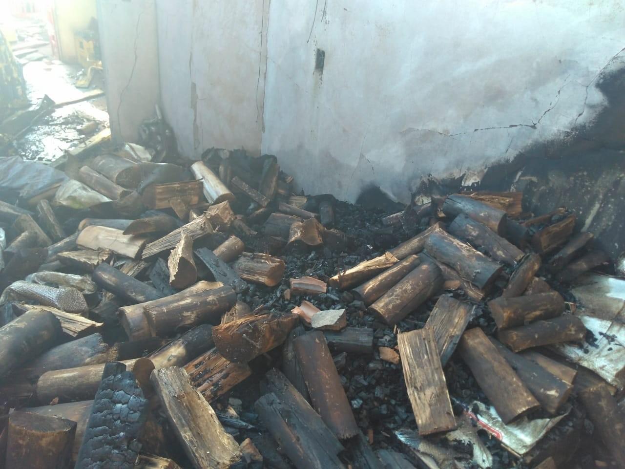 Incêndio danifica conveniência em bairro de Campo Grande