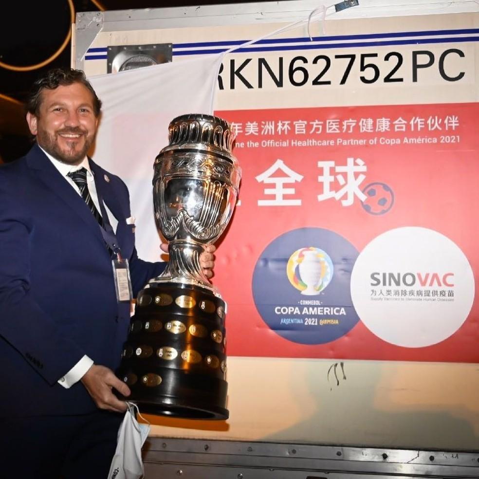 Conmebol recebe lote de 50 mil vacinas doadas por laboratório chinês |  futebol internacional | ge