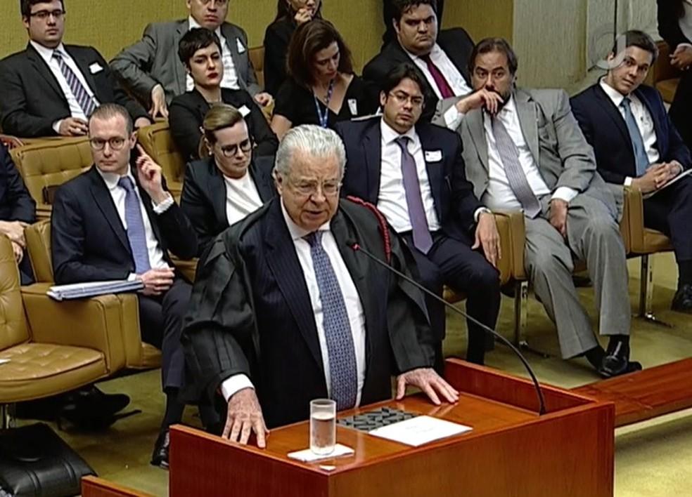 José Roberto Batochio, advogado do ex-presidente Lula, ao apresentar a defesa dele ontem no STF (Foto: Reprodução/TV Justiça)