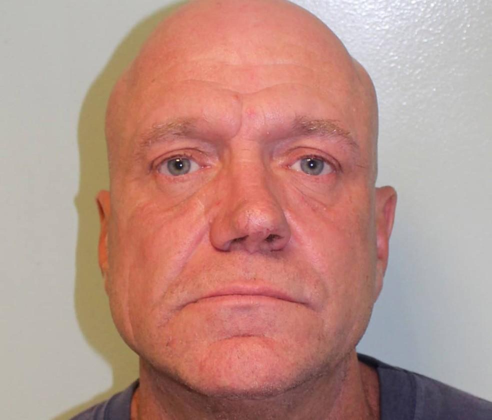 Britânico Jason Hopwood, de 47 anos, foi condenado a 200 horas de serviços comunitários após ser indiciado por roubar 18 animais empalhados em Wimbledon (Foto: Metropolitan Police via Reuters)