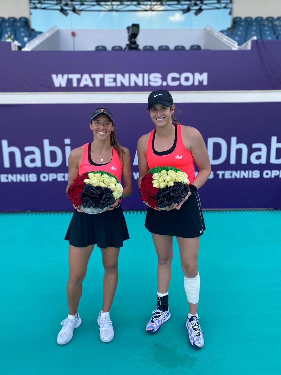 Luisa Stefani e Hayley Carter são vice campeãs do WTA de Abu Dhabi — Foto: Arquivo Pessoal