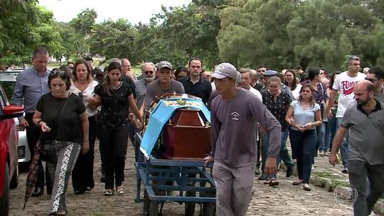 Delegado da Polícia Federal morto após ter casa invadida é sepultado no Maranhão