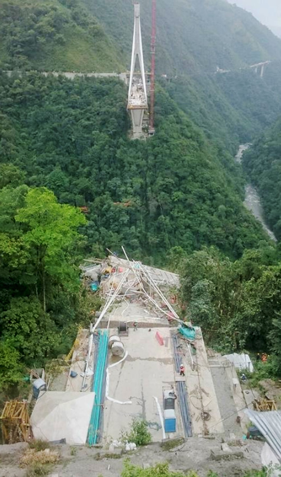 Ponte na Colômbia desmoronou e deixa mortos (Foto: Reprodução/Facebook/Lenin Rodríguez Mendieta)