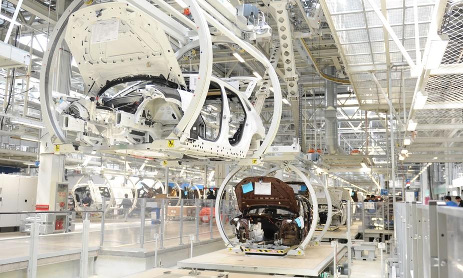 Fabricantes de carros estão parando no mundo inteiro, e seu celular é um  dos culpados | Mercado | autoesporte