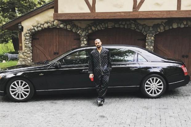 O rapper tem uma limusine da Mercedes-Benz em sua coleção (Foto: Reprodução/Intagram: champagnepapi)