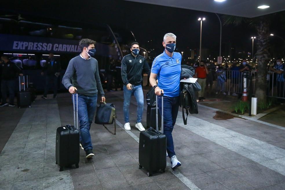 Diego Cerri, Tiago Nunes e Marcelo Oliveira, do Grêmio — Foto: Lucas Uebel/Grêmio