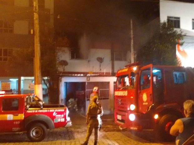 Resultado de imagem para casa pegando fogo bahia