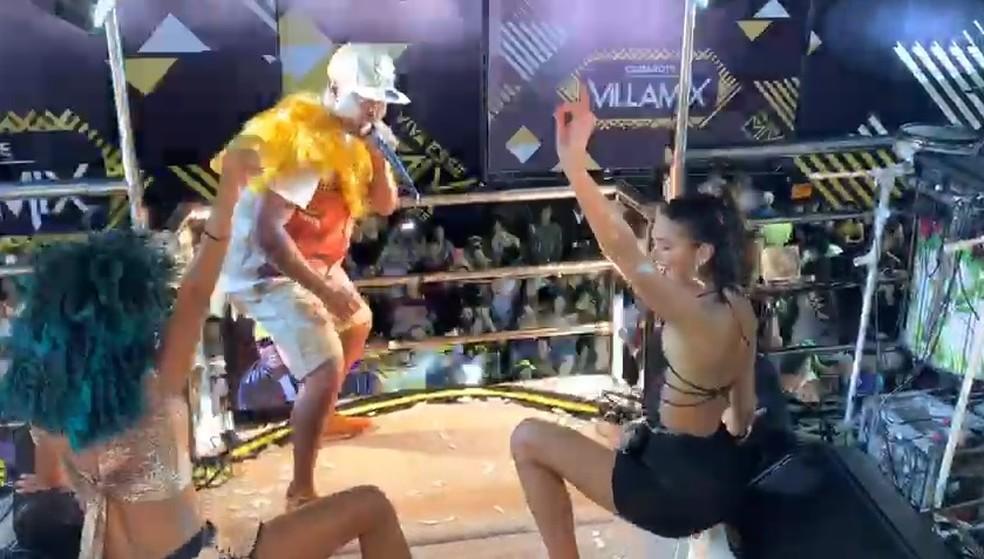 Bruna Marquezine com o Psirico no carnaval de Salvador — Foto: Divulgação