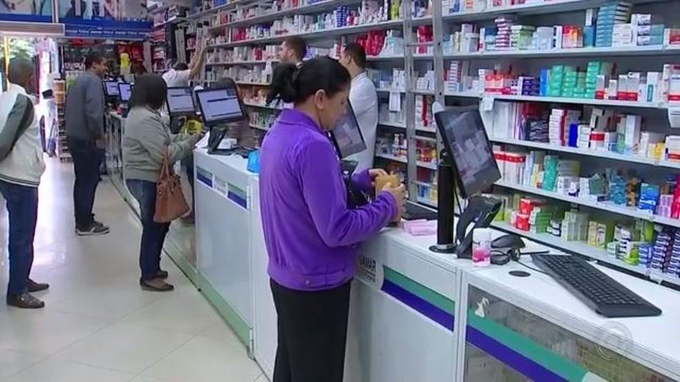 Medicamento genérico deve ser pelo menos 35% mais barato que o medicamento de referência (Foto: Reprodução/TV TEM)
